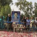 Le tombeau de Shahbaz - dDes centaines de pèlerins se rendent chaque année sur la tombe de Shahbaz. L'ancien ministre est pleuré aussi par les musulmans et les hindous car il était un artisan de la paix.