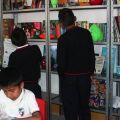 Et maintenant, il faut étudier !  -  Chaque école sera équipée d'étagères, de bancs, de chais et d'une bibliothèque.